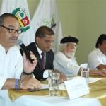 Óscar Ortiz, segundo por la izquierda, en el Tercer Encuentro de la RIET
