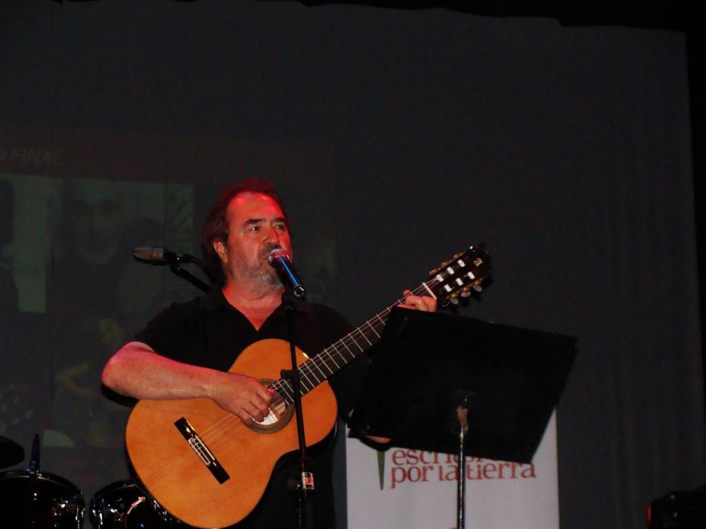 Patxi Andión, durante su actuación en el Concierto por la Tierra (Tarragona, 2012)