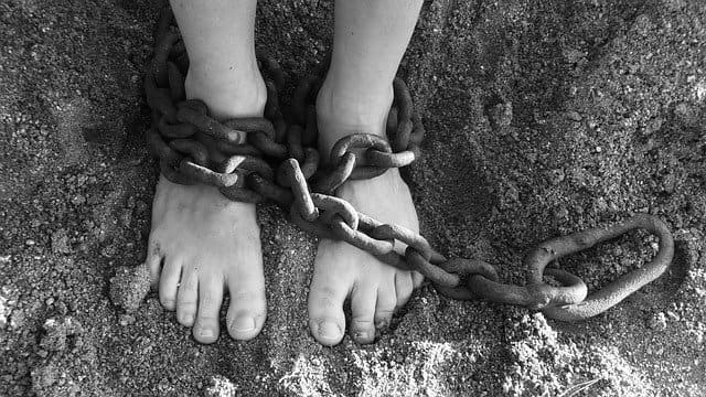 pies encadenados